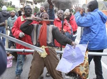 Bande paramilitari di migranti pronte all'assalto
