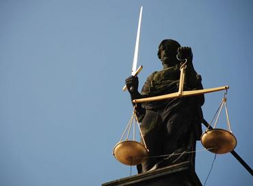 Giustizia e guerra tra bande